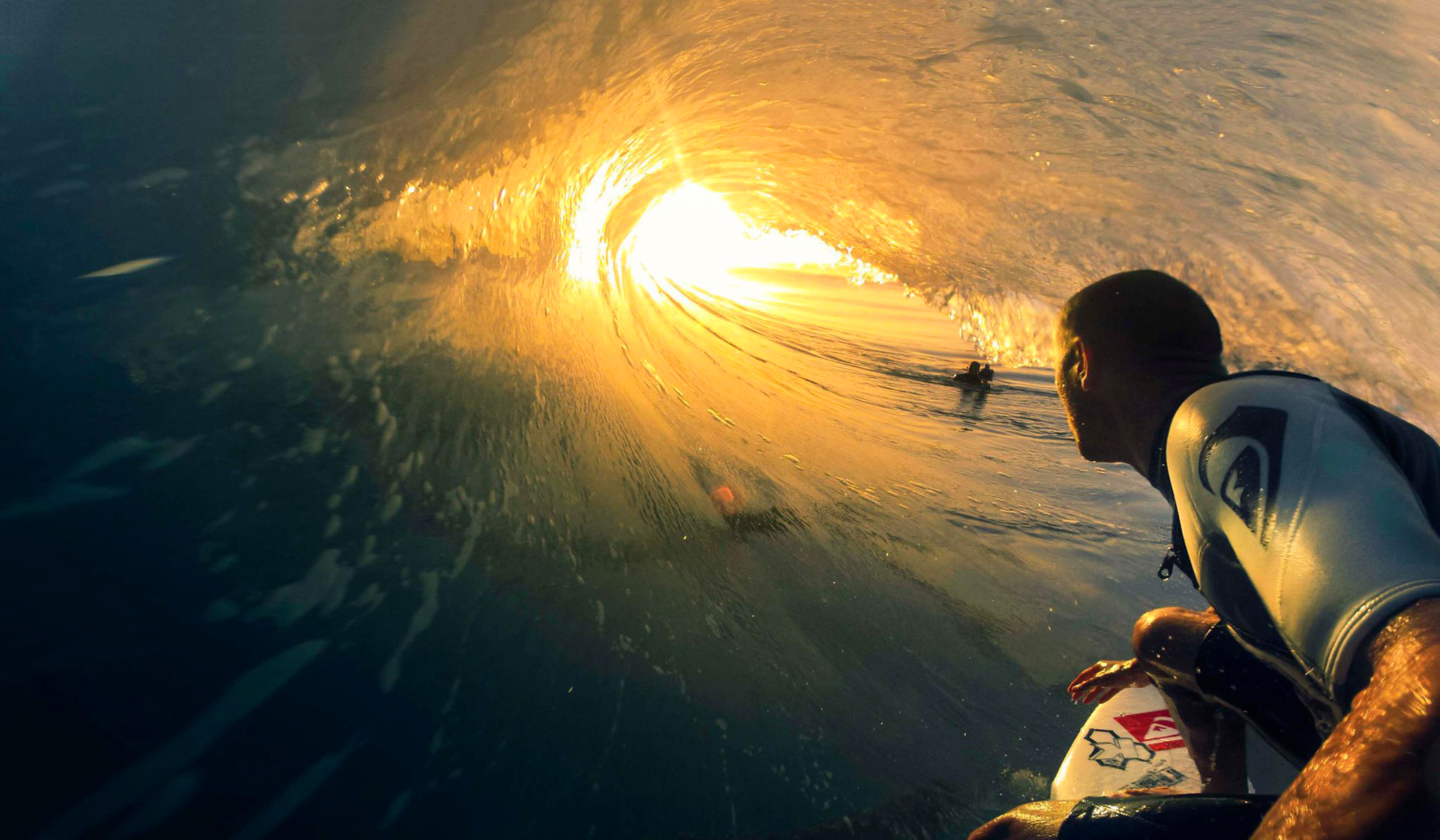 surfing-wallpaper-widescreen-qugbp